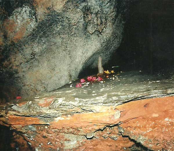 Patal Bhuvaneshwar Cave Temple